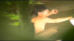 清楚な乙女たちが露天風呂でリラックスしているところを盗撮