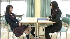 気の強い女子高生がスタイルの良い先生とレズプレイ