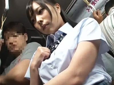 「お願い‥やめて‥」満員バス内でワレメにチンポ押し付けられ強制セクハラされる制服JK