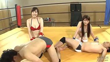 カップル対抗イカせレスリング!負けたらレフェリーと審判SEX!
