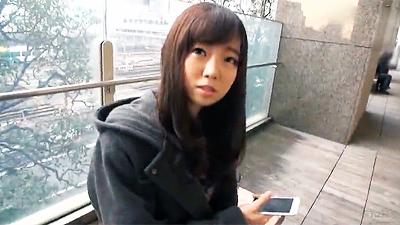 新宿でナンパした大人しそうな美少女をキャンギャル衣装でハメる!