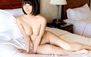 【乳好き必見!】童顔なのに素晴らしい美巨乳の美少女と濃厚Dチュー...