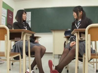 性欲に目覚めた美少女JKコンビが放課後の教室で禁断生ハメ
