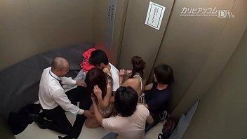 緊急停止!密室エレベーター輪姦 (ビデオの下のリンク)