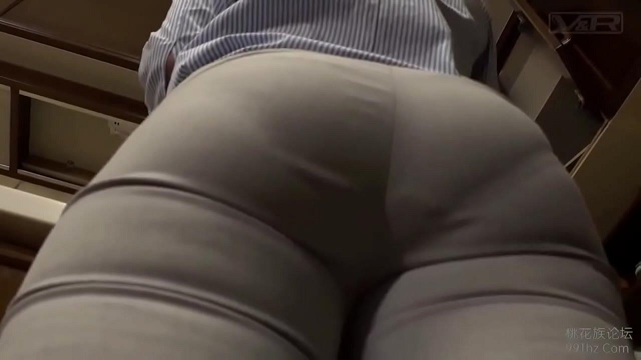 男を惑わすスケベなムチ尻の美人妻が息子と近親SEx