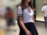 【盗撮動画】セーラー服の美少女をストーカーして収録された純白のパンチラ映像が公開された!!