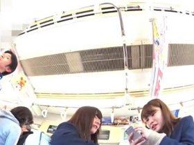 【HD盗撮動画】可愛らしいい清純美少女の制服女子高生二人組を尾行しながらパンチラ攻略!!
