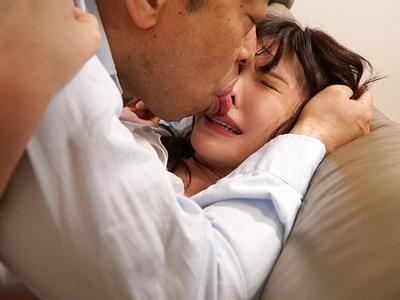 大嫌いな義父にベロベロ舐められて犯される若妻