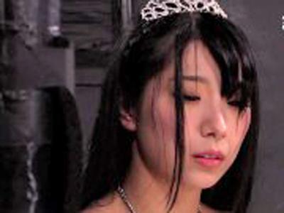 涙するお姫様を縛り上げて中出しレ〇プ!