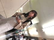 【HD盗撮動画】イイやつです!アイドル並みに可愛い清純美人ギャルの純白パンティ逆さ撮りwww