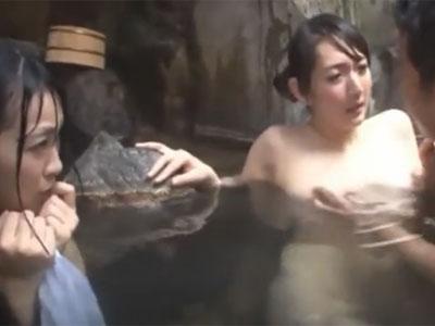 混浴温泉でどエロな母娘を即ハメ→オナ禁ザーメン全放出