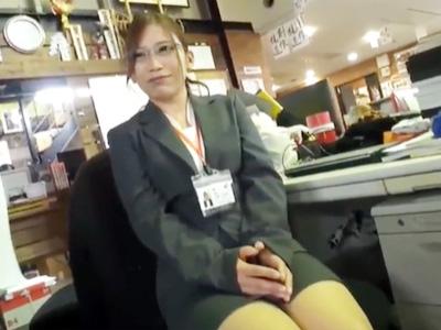パンスト足で足コキ抜きしてくれるセクシー美脚のOL美女たち