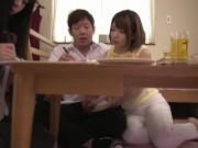 美女お姉ちゃんが家族に隠れて生チンポをしゃぶり尽くしてお風呂で生ハ...