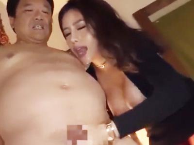 男たちを淫らに責めまくって腰砕けテクでザーメン搾取するビッチ