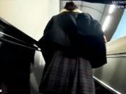 【HD盗撮動画】ピンクの時計!ガチ危険行為!制服美少女を駅構内で尾行してスカート捲りパンチラ!