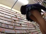 【盗撮動画】即削除!JSJC級化も!!!おっぱい膨らみ始めてる童顔ロリ美少女のパンチラ逆さ撮り!!