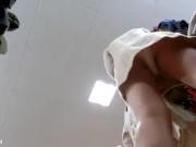【HD盗撮動画】乳首GET&ワンピースで思いっきり腹チラ!超可愛いショップ店員の胸チラ&パンチラwww