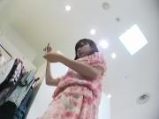 【盗撮動画】イイやつです!滑らか美肌のワンピース超美女ショップ店員の腹チラ到達パンチラ食い込み!!