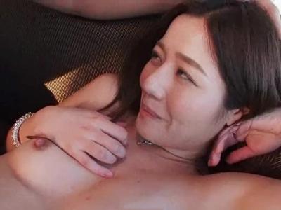 欲求不満奥さまが男優といろんな体位で久しぶりのセックスを楽しむ不倫ファック