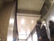 【盗撮動画】アドケナイ表情を残す制服美少女のプリプリ下半身からパンチラを逆さ撮りしてる!!
