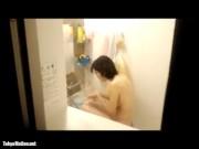 【盗撮動画】他人宅の敷地内に不法侵入!デカ乳首のセクシー美女奥さまの入浴を覗き!!