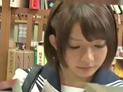 制服姿の可愛い娘が図書館で男に迫られ声を抑えて感じまくる