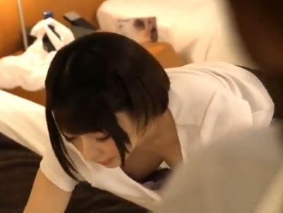 童顔美女マッサ師の乳首が見えてる!ムラムラを抑えきれなくなって本番強要レ〇プ