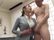 「あなたのザーメン私に見せなさい!!」巨乳な女上司が会社で部下を誘...