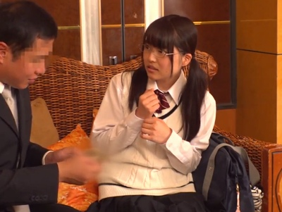 「え…私初めてで…///」円光の相場も知らないツルペタ真面目などエロ少女