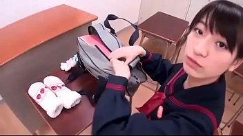 制服を来た女子校生が教室で教師とセックス