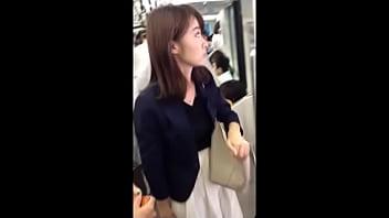【盗撮動画】イイやつです!清純派スカートの素人美女さんを尾行して捲りパンチラ強行!