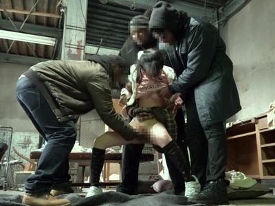 これはガチ…黒人3人組レイバーに工場に連れ込まれてマ〇コが壊れるまで中出しされた美少女たち