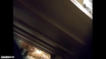 【盗撮動画】激カワ素人美女さんの買い物中に尾行しながらパンチラ隠し撮りまくる!